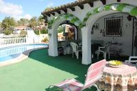 Villa with seaviews only 100 meter to the sea!
